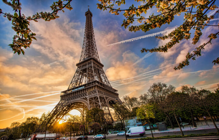 Online Paris Tours With Your Phone Eiffel Tower