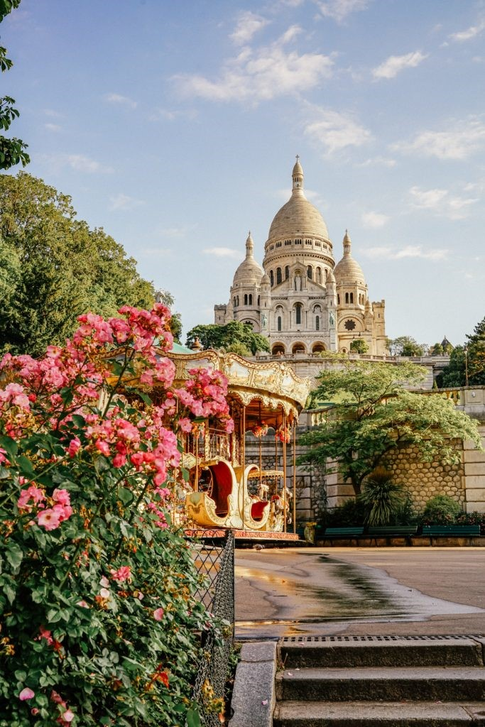 This image has an empty alt attribute; its file name is The-Sacre-Coeur-Carousel.jpg
