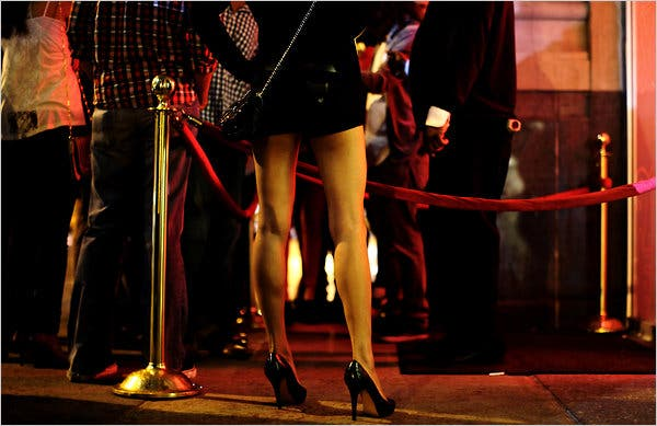 When Is Formal Attire in Order at Restaurants and Bars? 4
